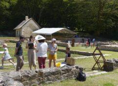 Visite-jeu en famille : Partez à la découverte du site archéologique et apprenez en vous amusant